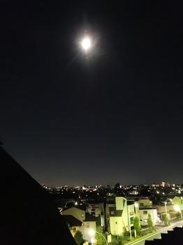 2015Oct25-Moon1 - 1.jpg